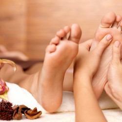 Foot Peeling + Foot Massage (30 min)